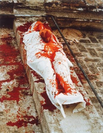 ana-mendieta_silhouette-blood
