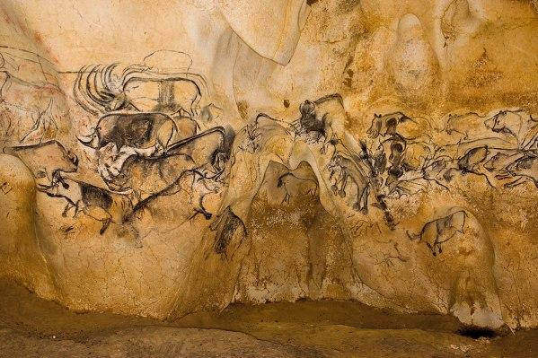 bestiaires-peints-murs-caverne-pont-arc-grotte-chauvet
