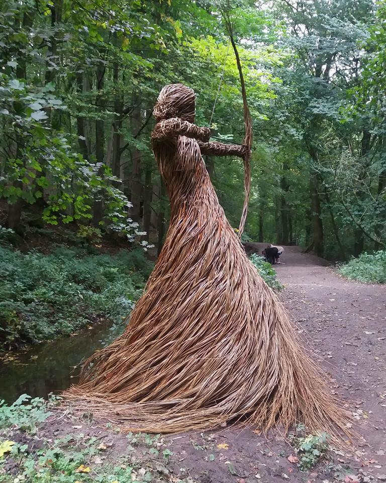 Huntress of Skipton_Anna & the Willow_Castle-Woods-in-North-Yorkshire-UK. Photo_Fiona French_Ancient and Sacred Trees of Britain